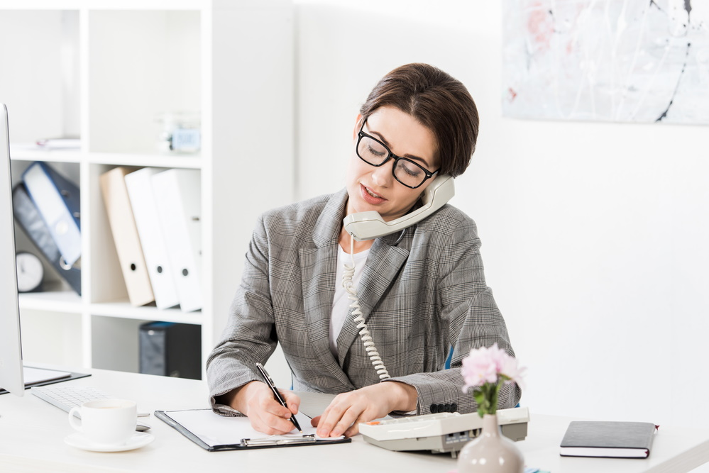 Picture of woman on phone speaking with a MyTruckInsurance.Online customer
